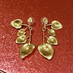 Stella & Dot goldtone earrings euc